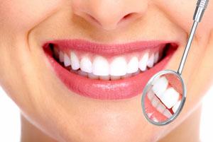Strahlendes Lächeln und gesunde Zähne